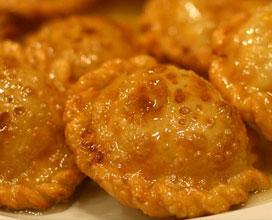 Seadas o sebadas (ravioli dolci fritti al formaggio)
